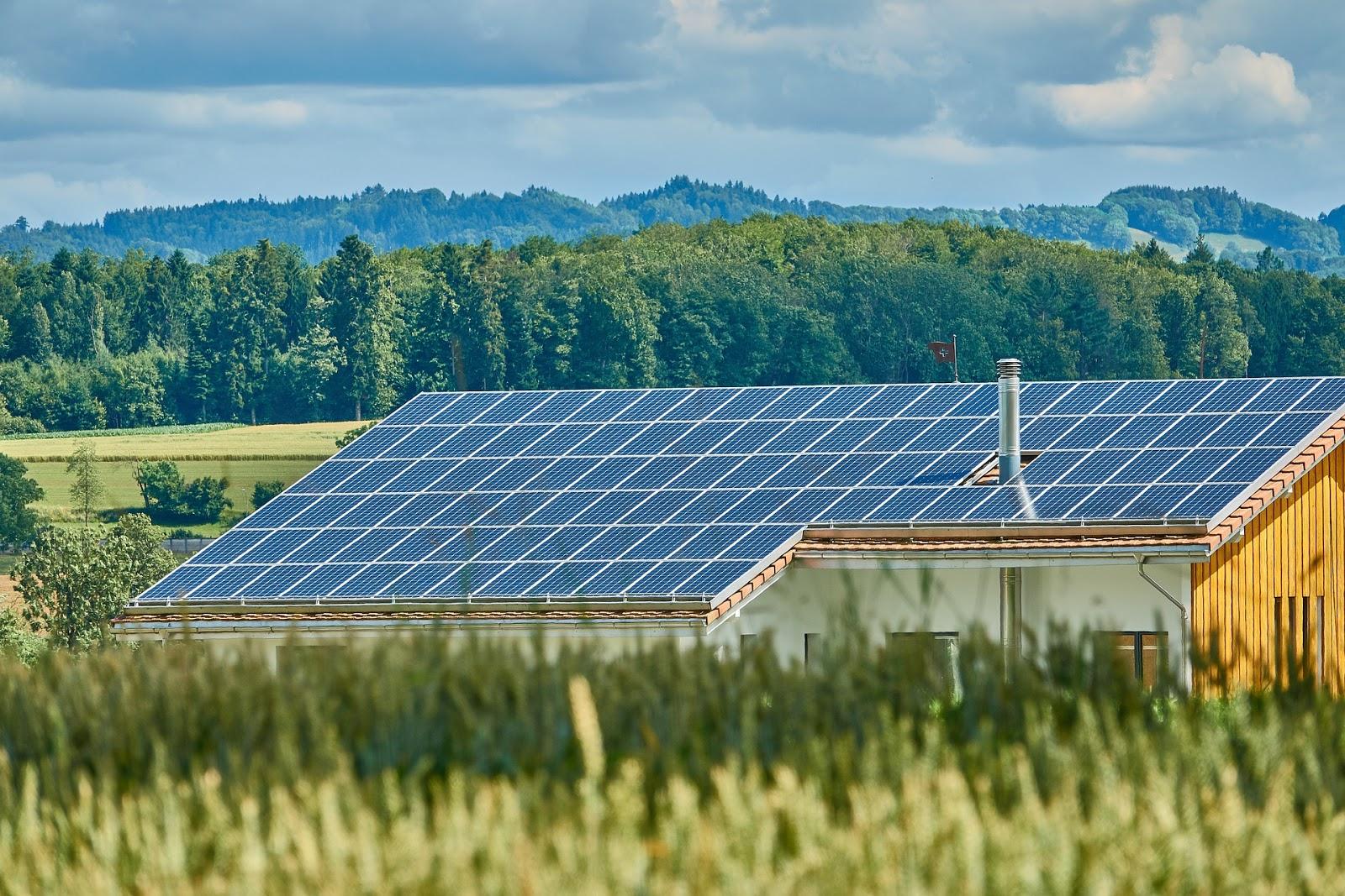 Painéis Solares instalados em uma fazenda nos Estados Unidos