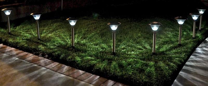 Luminária fotovoltaica em jardins
