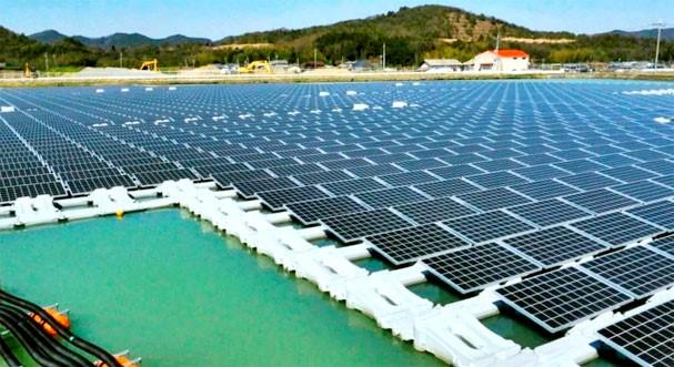 Usina solar flutuante, localizada do litoral de Scheveningen, Holanda.