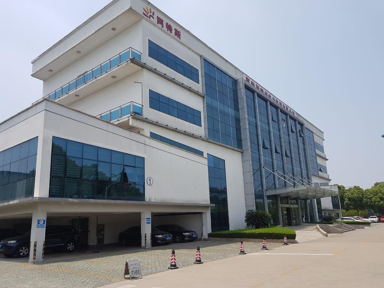 Fábrica da Canadian Solar, Suzhou, China.